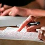 Busca por consolo e orientação na Bíblia atrai mais de 40 milhões de pessoas, diz estudo